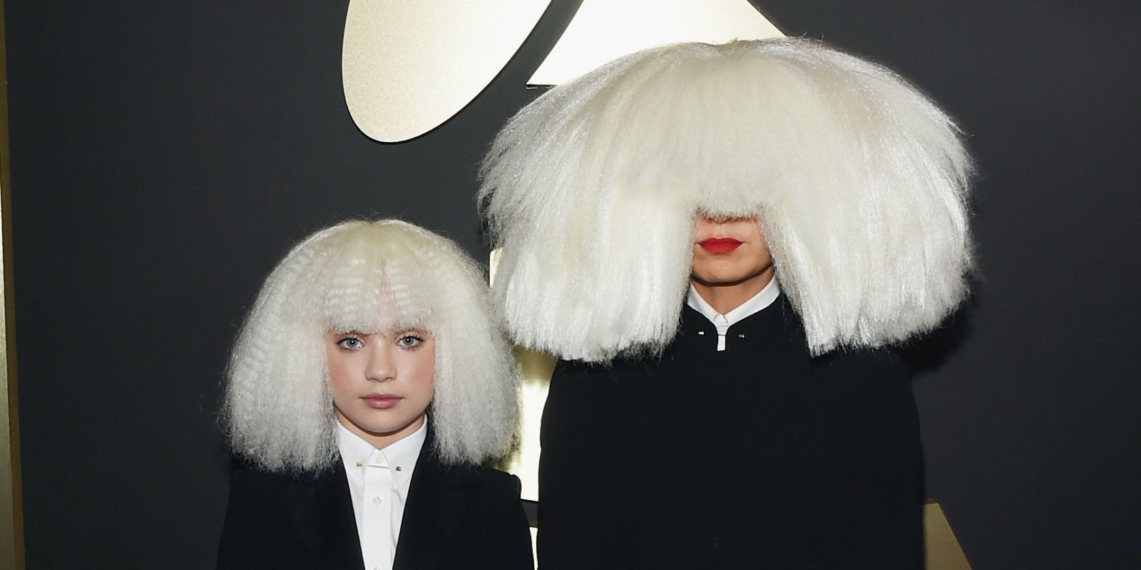 """maddie wiig Kristen Wiig, Maddie Ziegler perform """",,Chandelier"""",, at the Grammys - Sia at the Grammy Awards"""