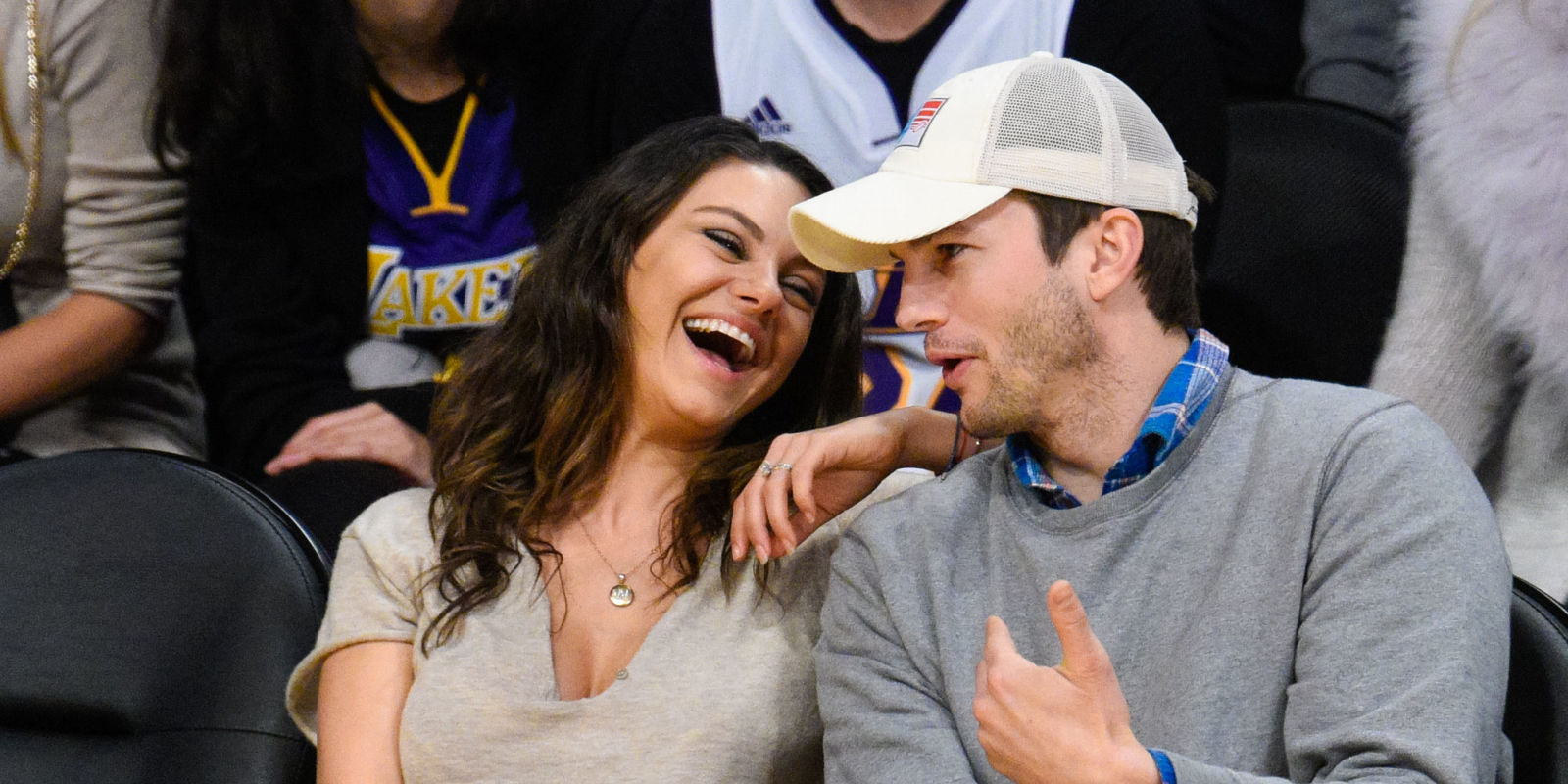 Mila Kunis And Ashton Kutcher Weddingashton Kutcher And Mila Kunis Are  Married