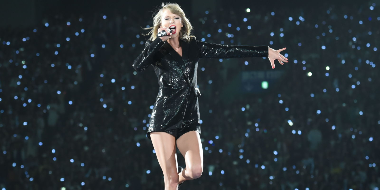 See All Of Taylor Swift S Looks From The 1989 World Tour
