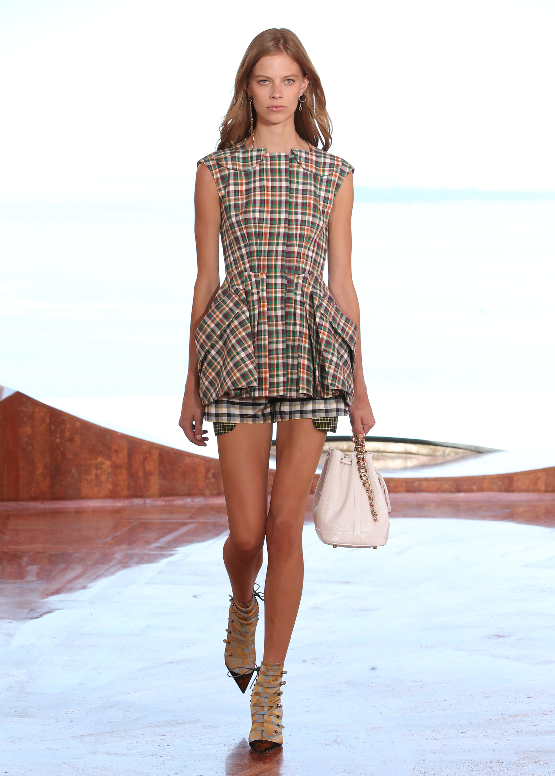 Paradise dior collection cruise forecast dress for autumn in 2019