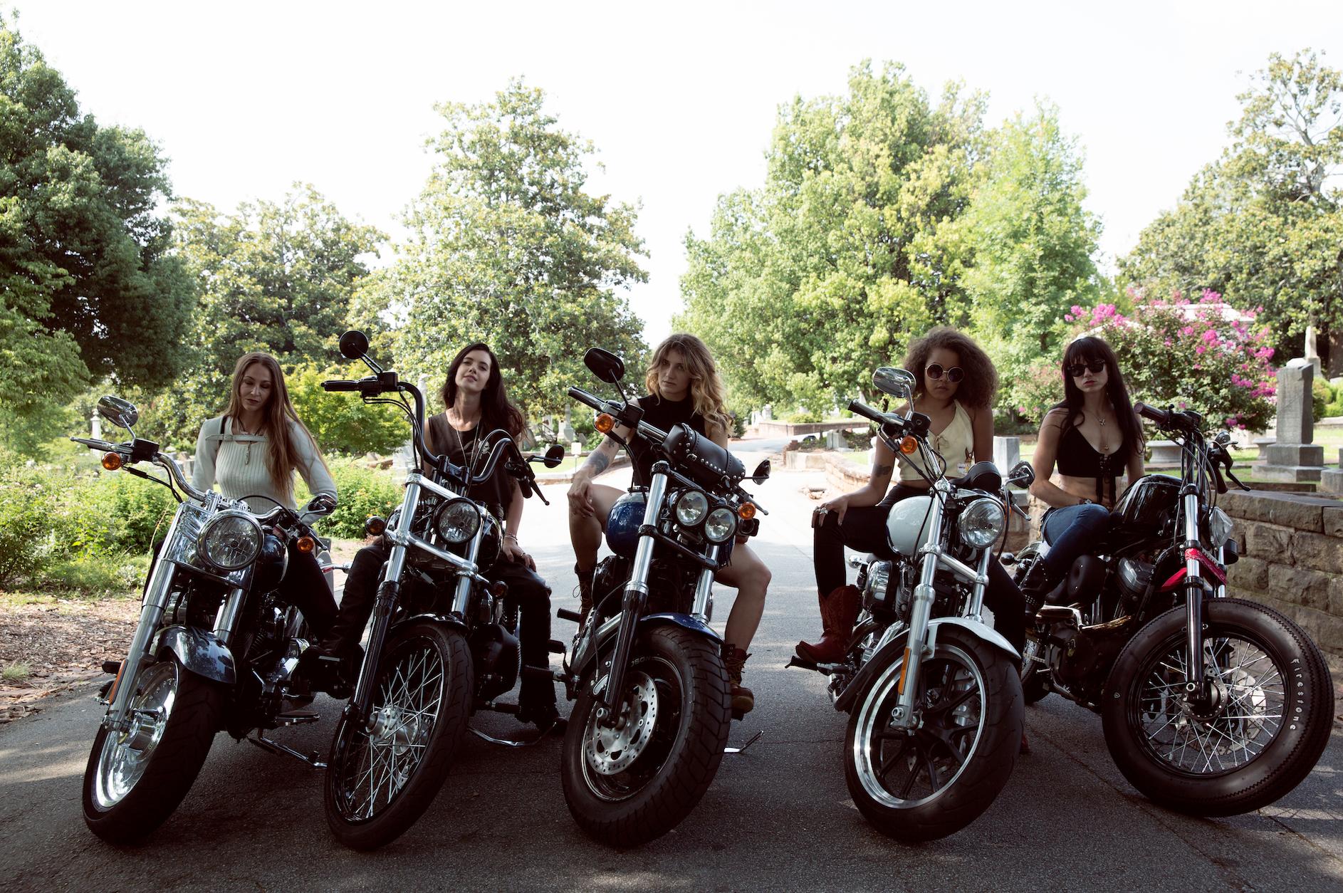 badass bikes biker lady motorcycle bike bikers harley motorcycles chick chicks elle daryl dixon highway walking dead buell