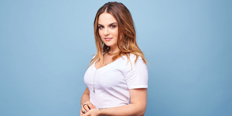 "Interview with :    JOJO, singer on the day of the video release for ""When Love Hurts"""
