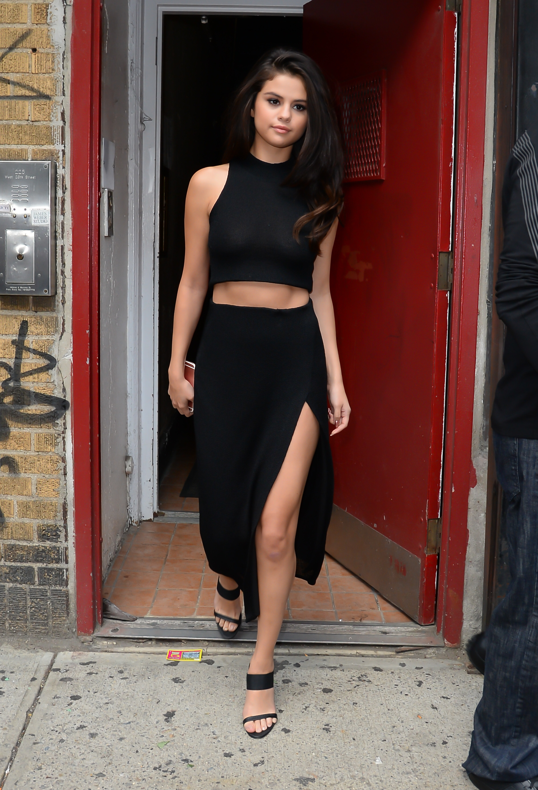 Selena Gomez Style Pictures - Fashion Photos of Selena Gomez