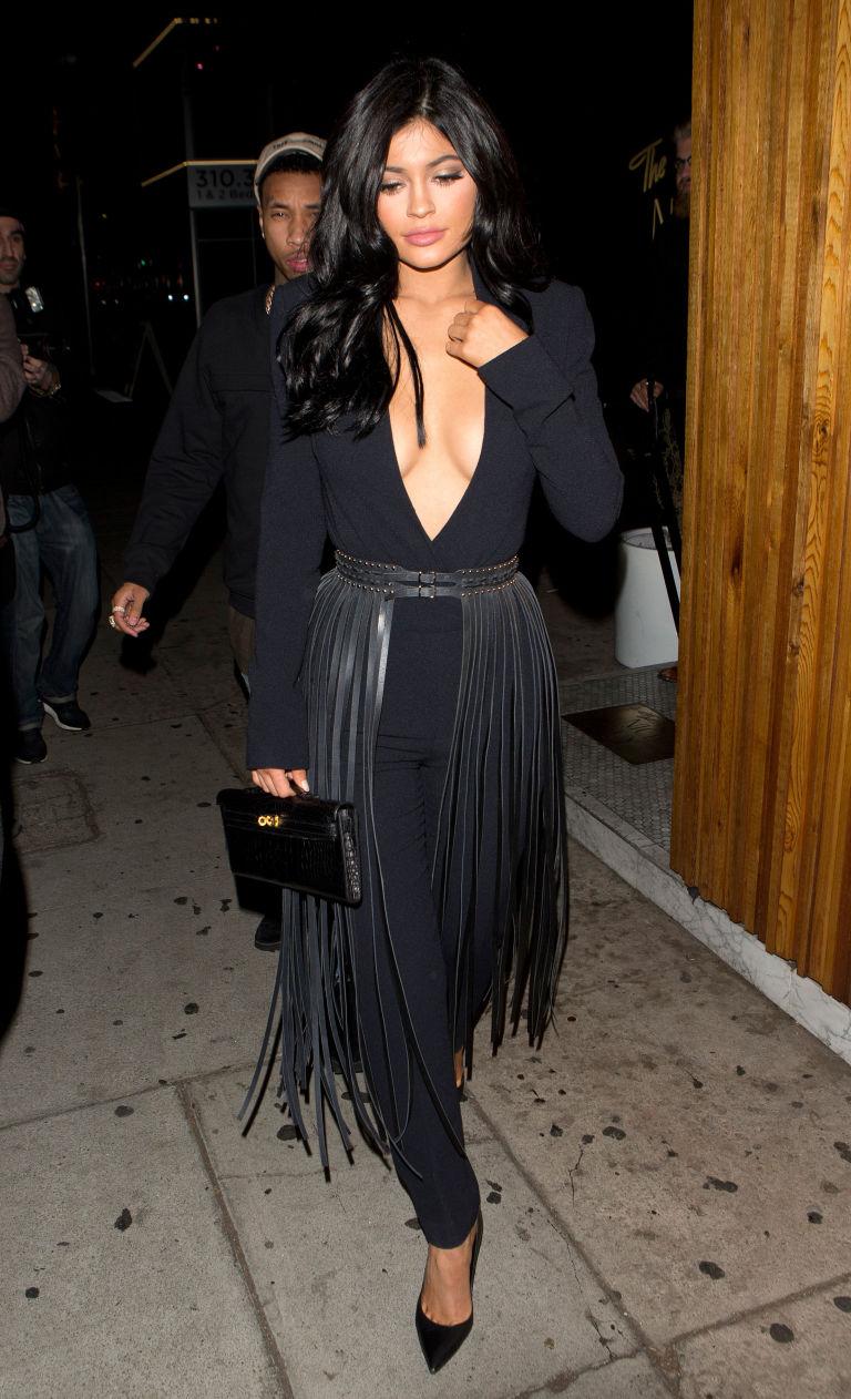 gallery 1447422198 elle kylie jenner 10 vezes que Kylie Jenner arrasou com o preto