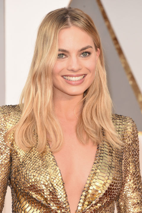 "Margot Robbie's makeup pro Tyron Machhausen offset the actress's gilded gown with a lowkey makeup look. ""As if she just came off the beach and threw on an amazing gown meets classic American fashion model Margaux Hemmingway,"" said Machhausen. ""Sunkissed, glowing and beautiful skin."" The Kit: Skin Illuminating Powder Duo and Cream Colour for Eyes, both by Tom Ford; Kevyn Aucoin Essential Mascara; Laura Mercier Velour Lovers Lip Colour in Sensual. Total Results High Amplify Foam Volumizer and Total Results High Amplify Hairspray, both by Matrix."
