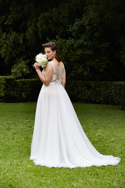 Plus size wedding dresses for the modern bride 5 wedding for Wedding dress sizes compared to normal sizes