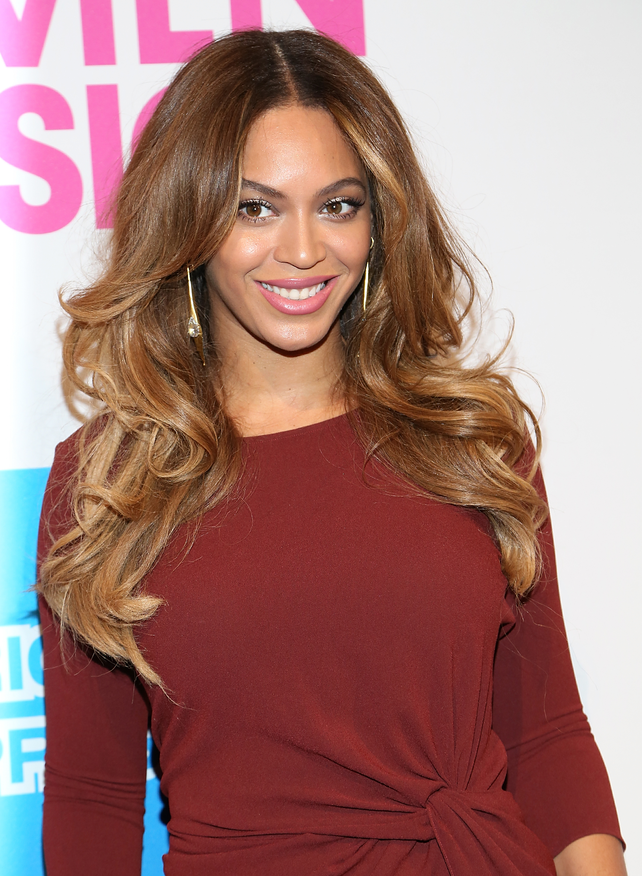 29 Trendy Layered Hairstyles - Our Favorite Celebrity ... Brown Hair With Blonde Tips Tumblr