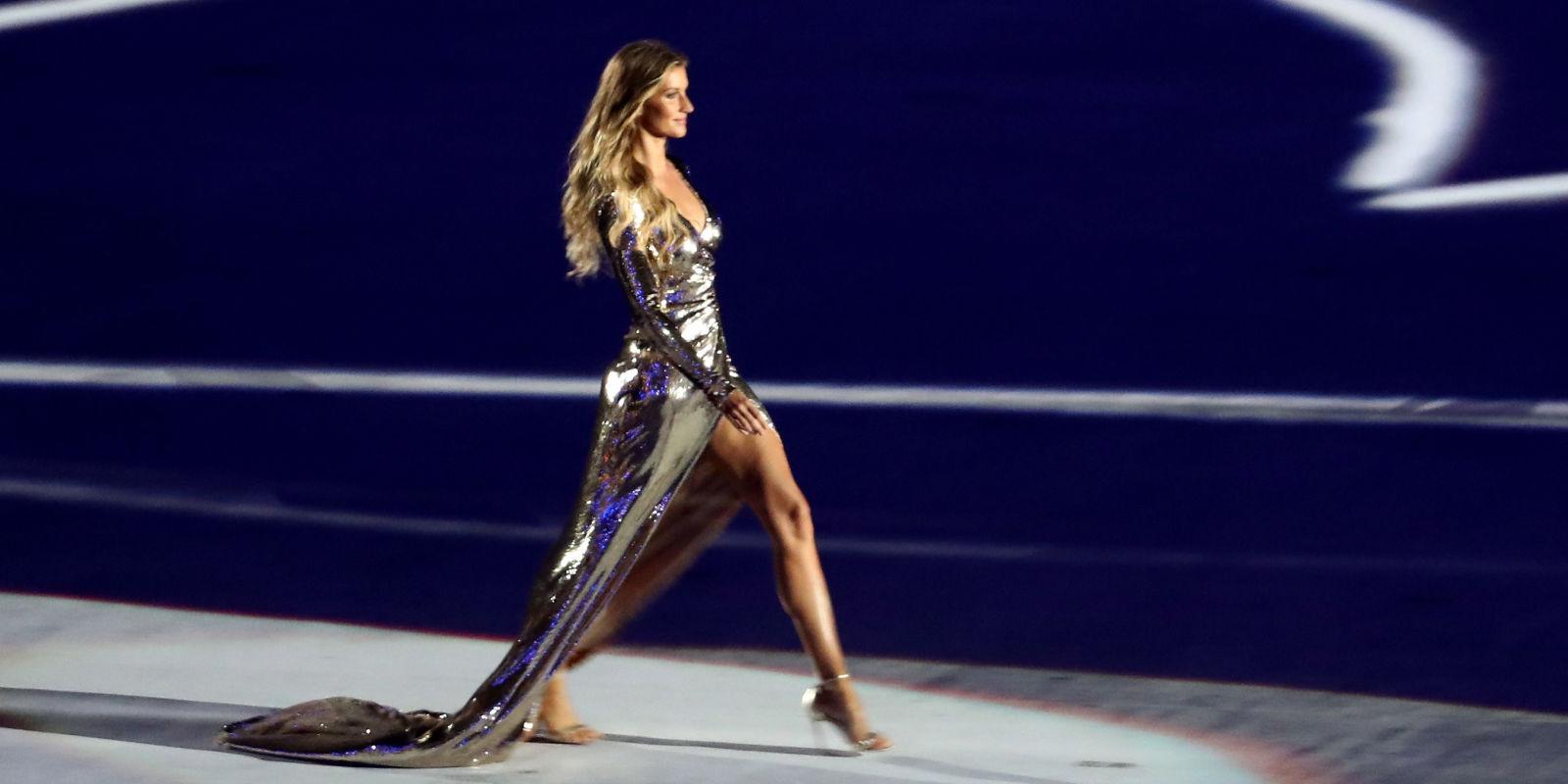 gisele b u00fcndchen runway walk at the olympics opening