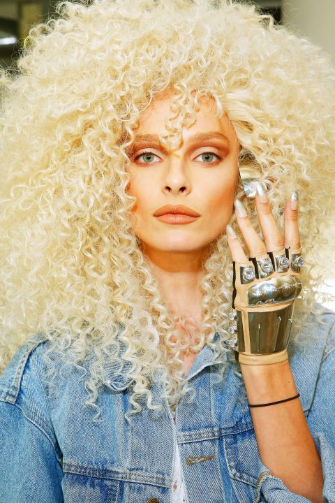 The vibe: Major drama<br />Get the Look:&#160;When Phillipe Blond walked backstage to check on the models' bleach blonde, massively curly&#160;wigs, he had one request: