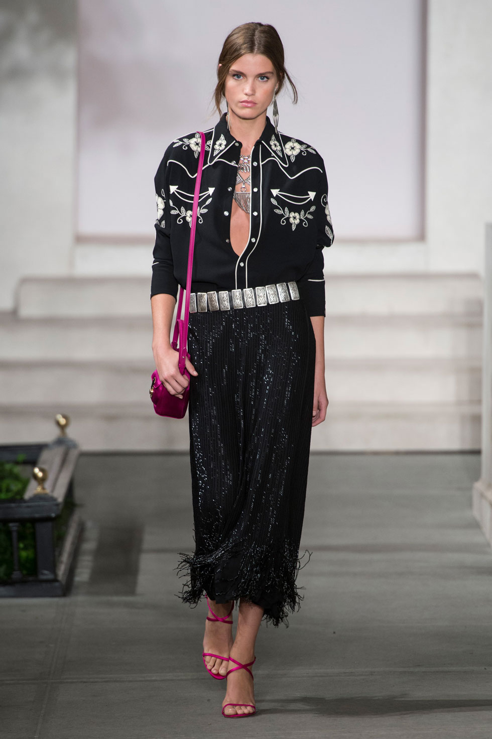 39 looks from the ralph lauren spring 2017 show ralph lauren runway show at new york fashion week. Black Bedroom Furniture Sets. Home Design Ideas