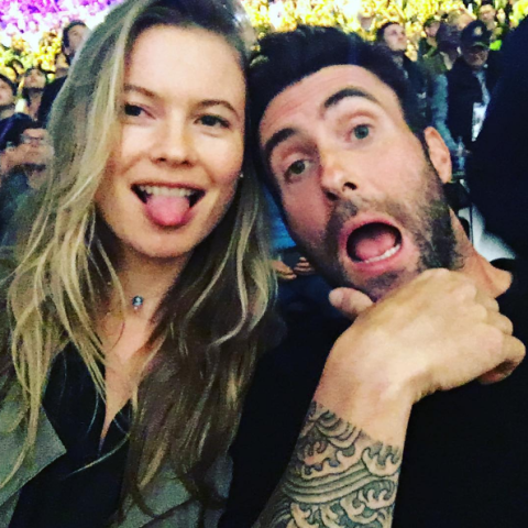 Maroon 5 lead singer dating victorias secret model