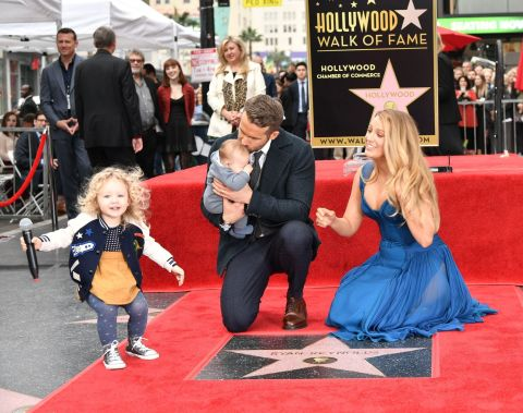 Blake Lively & Ryan Reynolds Verschijnen Voor Het Eerst In Het Openbaar Met Hun Kinderen!