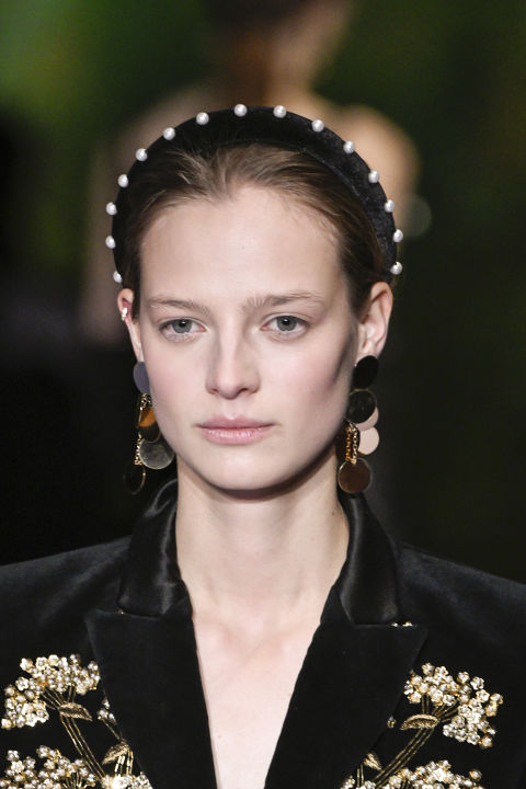 With some top notes of Vermeer. A large contingent of commenters ran screaming from the '80s-ness of it all, but we think with the right, smart outfit, and those earrings, a pearl headband could be really elegant.