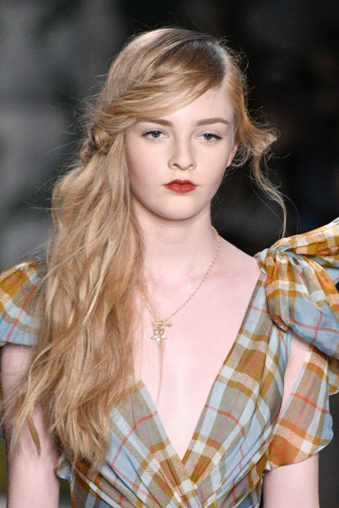 Swoop-ier than The Young Justin Bieber, yet fit for a princess (dress designer). Carve out a deep side part, shove hair over one shoulder, and make a low twist across the forehead.
