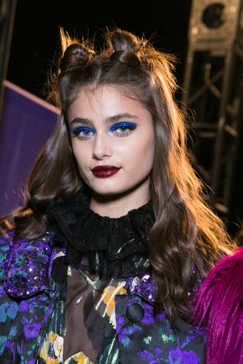 The vibe: The '90s Get the look: Lead makeupa rtistPat McGrath referencedthe decade with bold blue, glittery lids, and red lips.