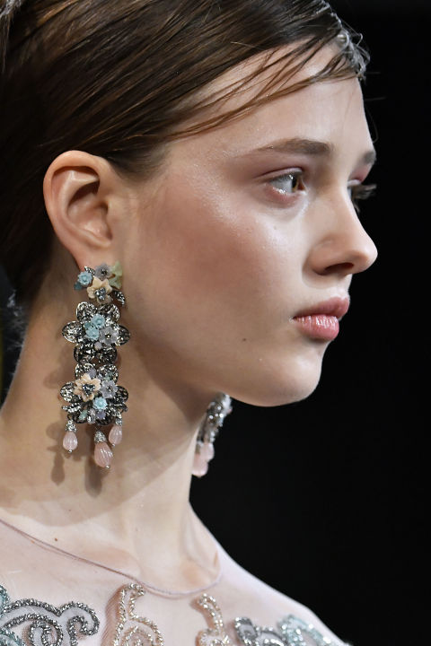 Fall 2017 jewelry trends from the runway best fall and for Fall jewelry trends 2017