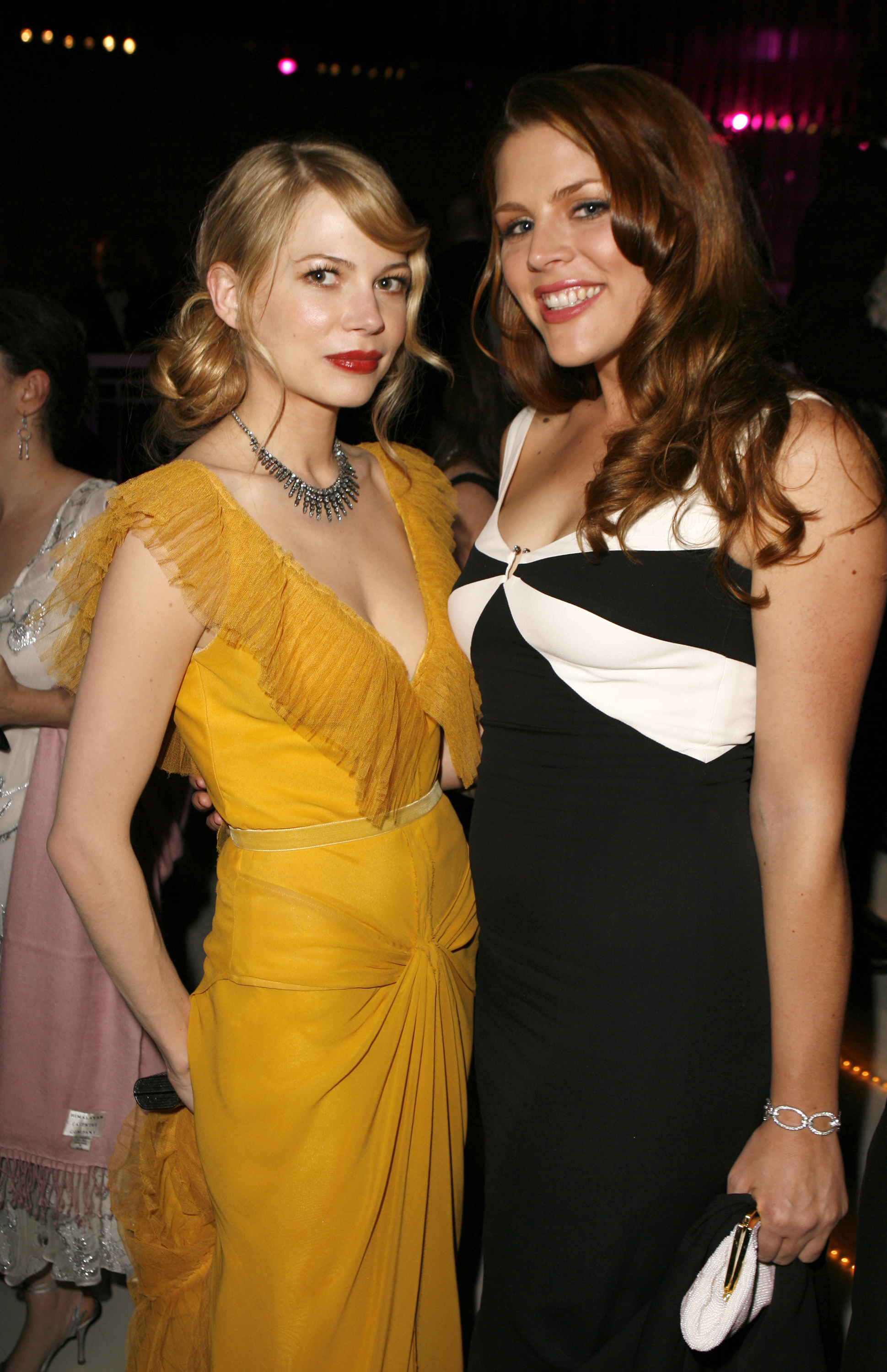 a history of michelle williams and busy philipps bffing at awards shows. Black Bedroom Furniture Sets. Home Design Ideas