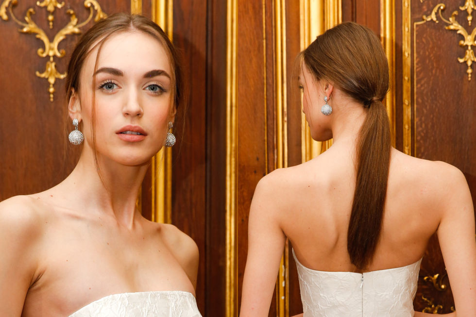Oscar de la Renta makes a case for the casual ponytail, with delicate pieces framing your face, delicately wrapped at the base.
