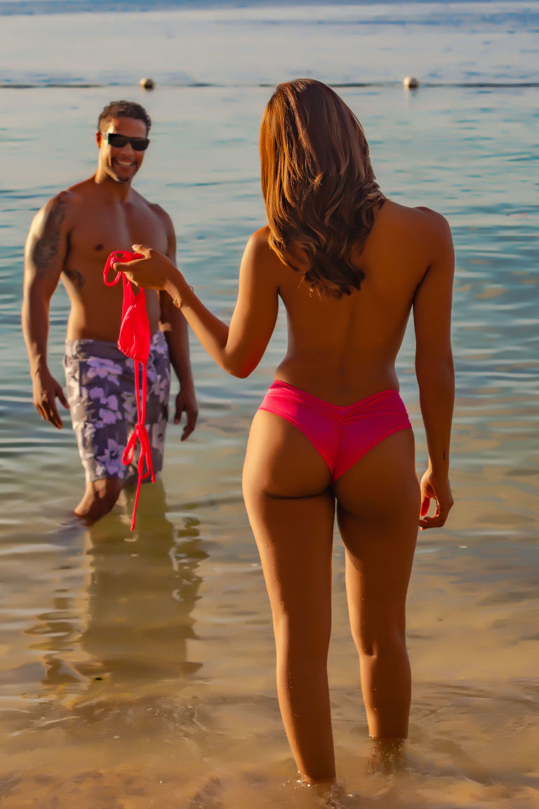 Hedo beach couple