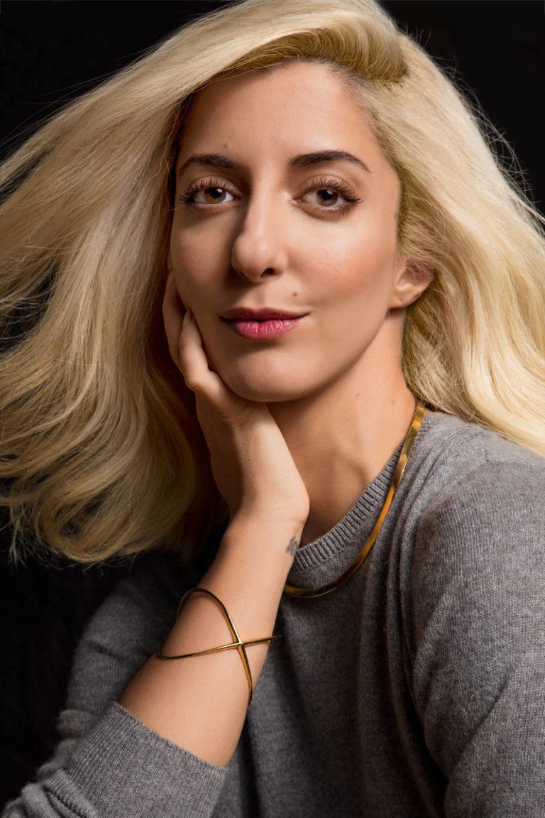 Miraculous Platinum Card A Lifelong Brunette Goes Ultra Blonde Hairstyle Inspiration Daily Dogsangcom