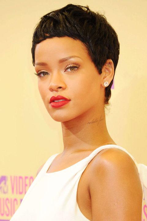 Potong Rambut Pendek Ala Rihanna Begini Gaya Tara Basro Kini - Gaya rambut pendek rihanna