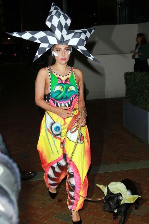 Lady Gaga Dog Walking Fashion - 10 Outfits Lady Gaga Wore to Walk Her ...