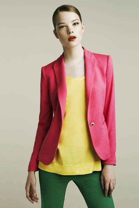 Nổi bật và cá tính cùng trang phục sắc màu
