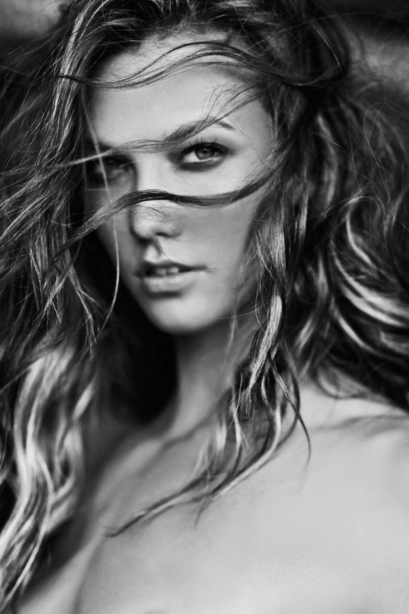 Nude Victorias Secret Models in Black and White