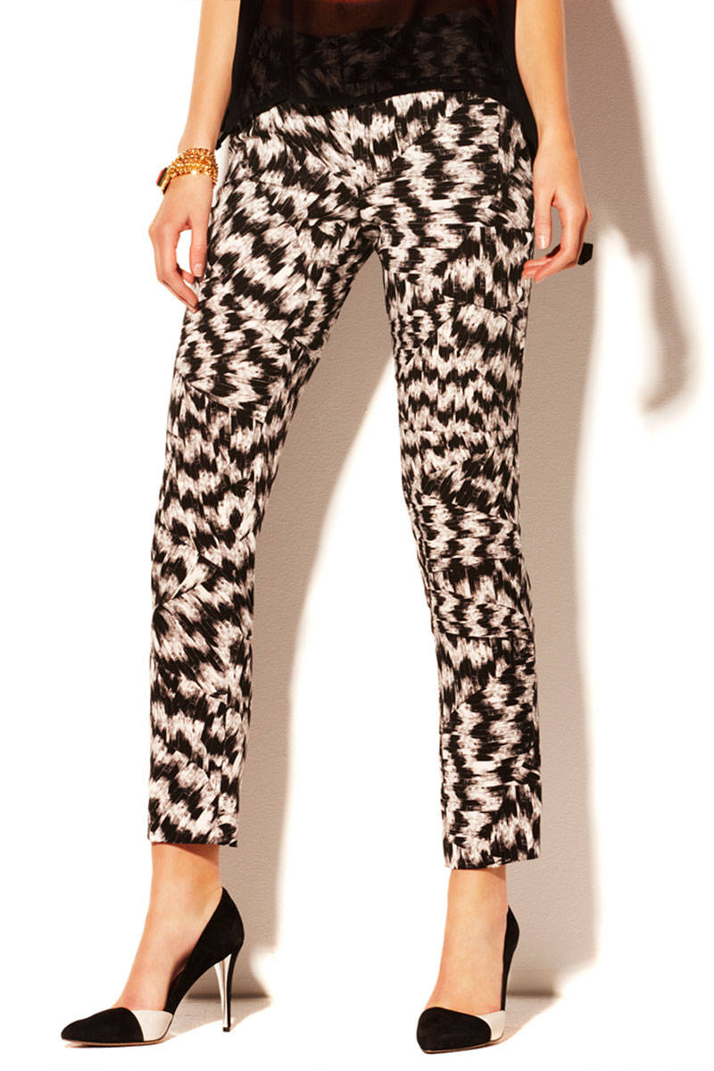 FORMAL OR CASUAL PANTS FOR WOMEN. A pair of pants for every woman's style. Wide legged and comfortable pieces or skinny fits. Appliques, masculine cuts and original prints are key this season. ZARA LOGO PRINTED PANTS. ZW PREMIUM RED ZEBRA JEANS. NEW. LOGO PRINT PANTS. SNAKESKIN PRINTED LEGGINGS. ANIMAL PRINTED LEGGINGS. NEW.