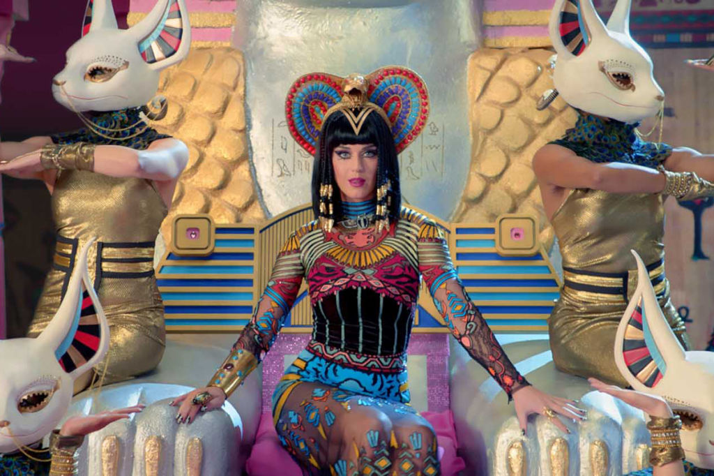 DIY Halloween Costumes by ELLE and P.S.-I Made This' Erica ... Katy Perry Dark Horse Egyptian Costume