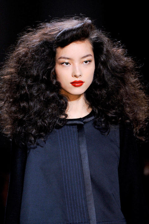 how to make curly hair less puffy