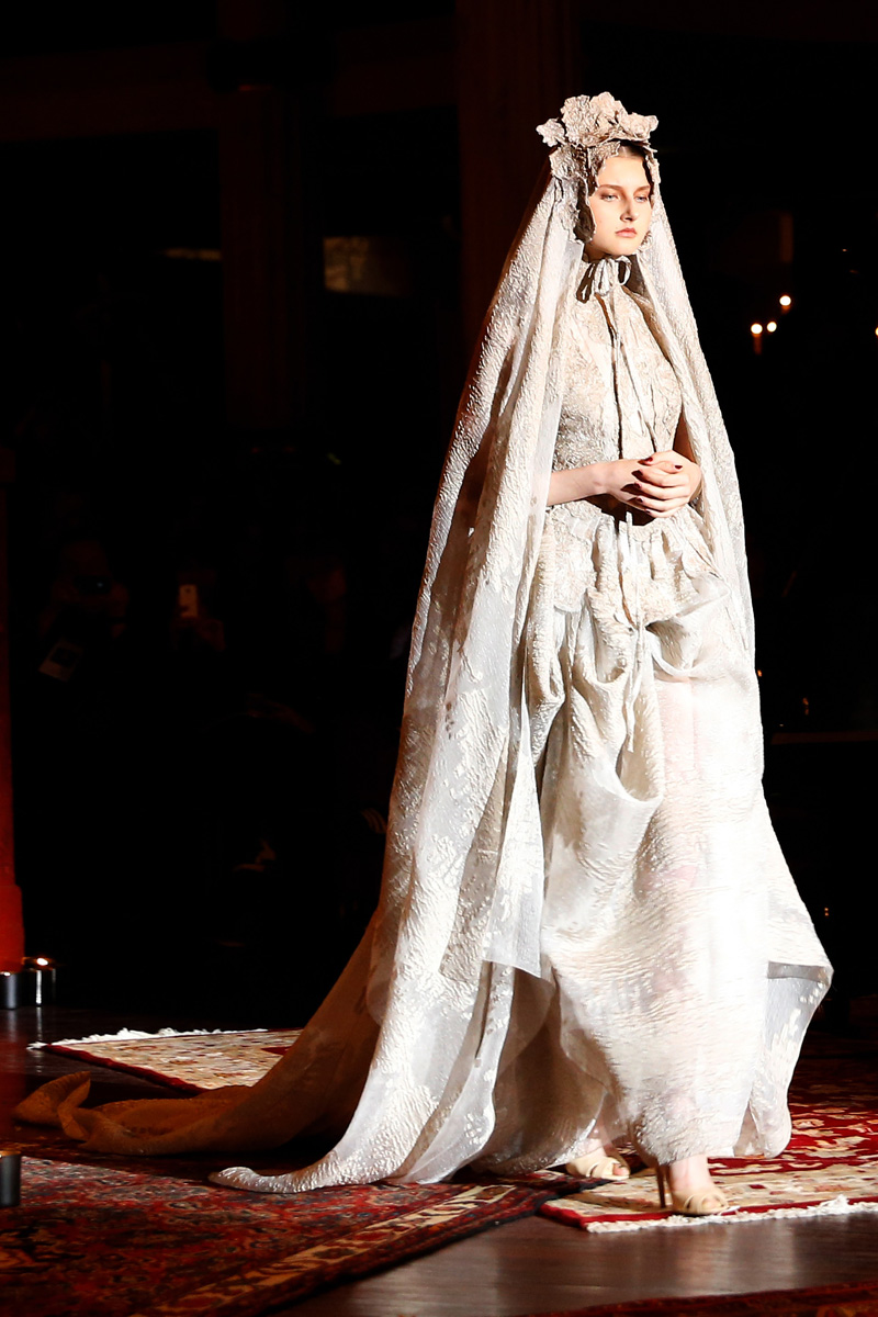 Gorgeous wedding dresses from the couture shows for Elle king wedding dress designer