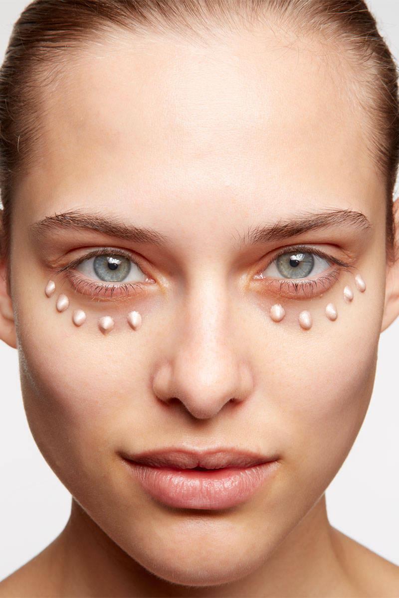 Under Eye Makeup Brush: Erase Dark Circles Under Eyes