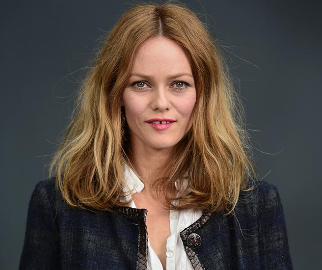 Vanessa Paradis's clothing style is gala, judging by her dress, and ... Vanessa Paradis