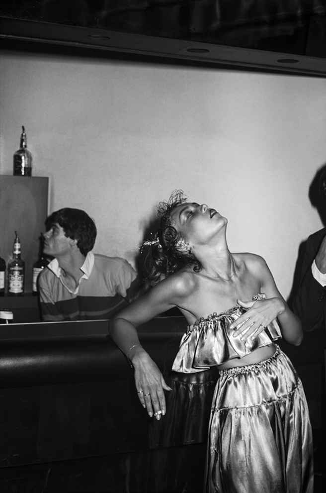 iconic photos from some of studio 54 39 s wildest nights. Black Bedroom Furniture Sets. Home Design Ideas