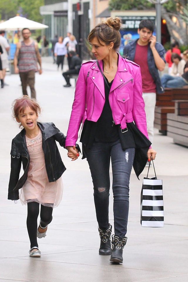 30 Celebrity Moms Who Had Kids After 40 - My Style News