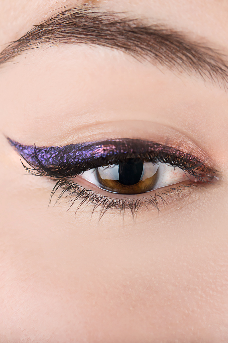 Kat Von D Shows Us How To Get An Ombre Metallic Cat Eye  Kat Von D Ombre  Metallic Cat Eye