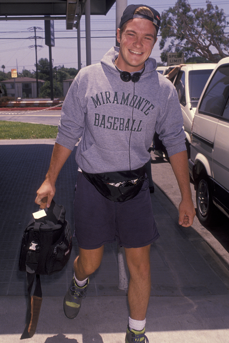 Celebrities Wearing Manny Packs-Male Stars in Fanny Packs