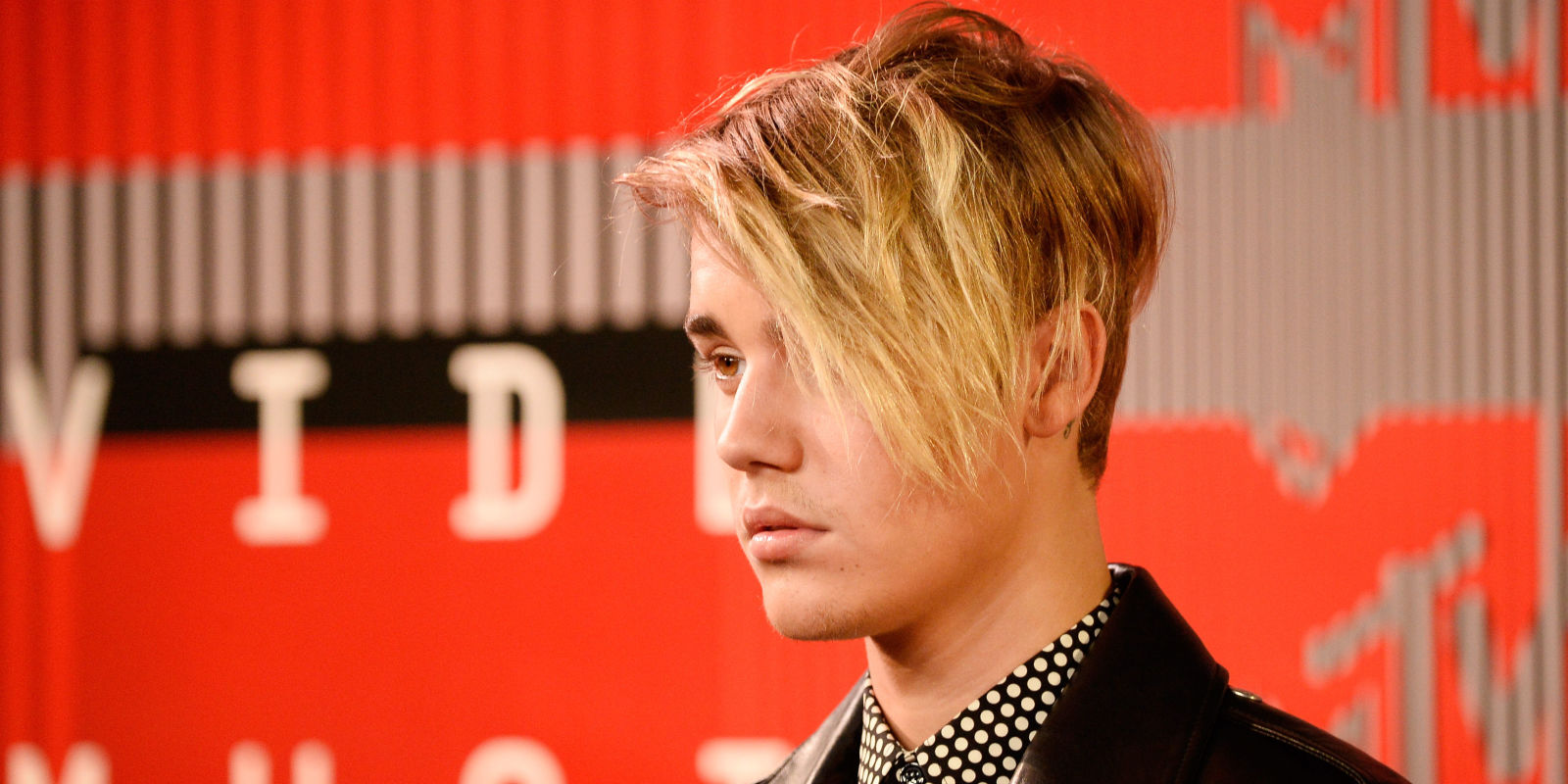 how to style my hair like justin bieber justin bieber arrived to the vmas looking sad about his hair 6821